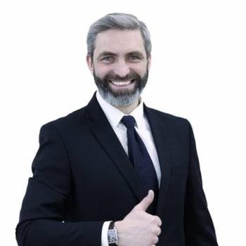 Риэлтор Олег Романовский