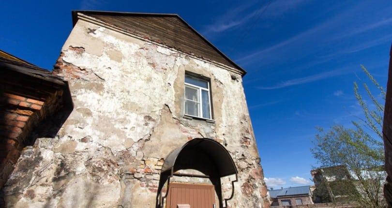 Самый старый жилой дом России выставлен на продажу по методу Санкина